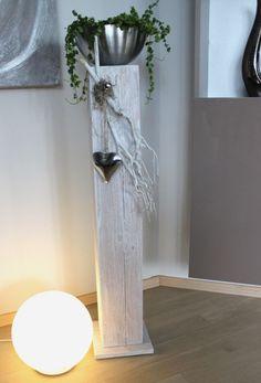 GS99 – Dekosäule für Innen und Aussen! Holzsäule gebeizt und weiß gebürstet! Dekoriert mit Materialien aus der Natur, einem Edelstahlherz und einer Edelstahlschale zum bepflanzen! Preis 84,90€ Höhe ca 100cm