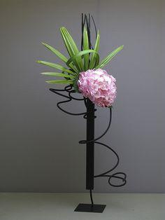 Contemporary Flower Arrangements, White Flower Arrangements, Ikebana Flower Arrangement, Ikebana Arrangements, Deco Floral, Art Floral, Purple Wedding Flowers, Flower Bouquet Wedding, Flower Bouquets