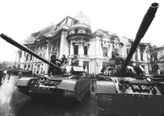 Romanian Revolution in pictures, 1989 Romanian Revolution, Rare Historical Photos, Bucharest Romania, Capital City, Statue Of Liberty, The Past, In This Moment, History, Tanks
