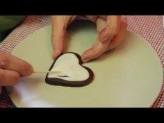 ▶ I biscotti decorati con la ghiaccia reale - YouTube