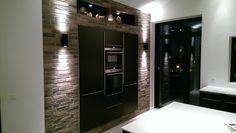 Lækker rå murstens-væg i køkkenet #KFSBoligbyg