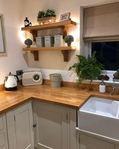 p/kitchen-design-ideas-kitchen-shelves-oak-kitchen-shelf-ideas - The world's most private search engine Kitchen Room Design, Home Decor Kitchen, Kitchen Living, Kitchen Interior, New Kitchen, Home Kitchens, Cottage Kitchen Shelves, Small Kitchen Diner, Modern Country Kitchens