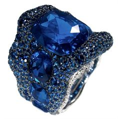 Emerald and sapphire mania - Vogue.it