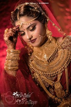 bridal jewelry for the radiant bride Indian Wedding Poses, Indian Bridal Photos, Indian Wedding Couple Photography, Indian Bridal Fashion, Indian Bridal Wear, Indian Wedding Jewelry, Pakistani Bridal, Bride Indian, Bengali Bride
