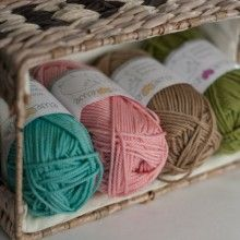 Ewe Ewe's Wooly Worsted Washable Yarn!