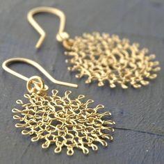 Flower earrings, Gold crochet earrings, Gift for girlfriend Wire Wrapped Jewelry, Wire Jewelry, Wire Earrings, Beaded Jewelry, Crochet Earrings, Flower Earrings, Wire Crafts, Jewelry Crafts, Crochet Metal