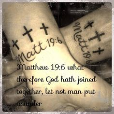 <3 But some couples DO get it right. They find someone who's totally compatible, and they grow old together like two peas in a pod. And in some extremely lucky cases, these couples have the foresight to get some subtle, but amazing, tattoos to match their love.
