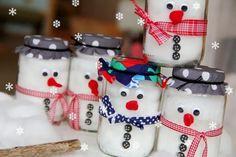 Wir bereiten uns voller Vorfreude auf das Wiedersehen mit der Familie vor und bastelten jedem ein kleines Geschenk: Einen Schneemann ...
