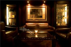 The_Cigar_Bar_100220134200.jpg 550×366 pixels