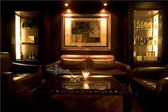 The_Cigar_Bar_100220134200.jpg 550×366 pixels