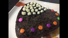 hello friends, I am Astha Welcome to Food Love Recipes! Valentine's day is about to come and everyone does something special for their loved ones so why not this time we will present them cake b How To Make Chocolate, Chocolate Cake, Making Chocolate, No Bake Cake, Love Food, Food To Make, Cake Recipes, Pudding, Powdered Sugar