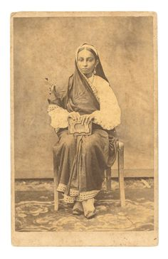 Studio Photograph of a Parsi Lady - Date Unknown India West, Vintage India, Vintage Photos, Illusions, Africa, Vintage Fashion, Dating, Victorian, Cosplay
