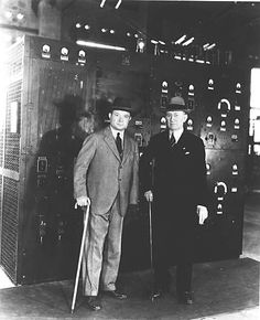 Titanic:  Guglielmo Marconi, the father of wireless communication (right) with David Sarnoff (left), a major promoter of radio and television.