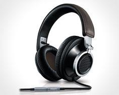 Philips-Fidelio-L1-Headphones-1-900x720px