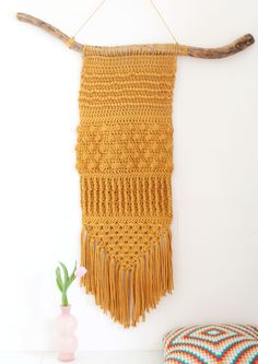 Crochet Wall Ornament Models - Handmade That Crochet Wall Art, Crochet Wall Hangings, Crochet Home, Crochet Crafts, Crochet Yarn, Crochet Stitches, Crochet Projects, Crochet Round, Love Crochet