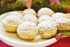 Filled light nuts rolled in powdered sugar Top-Rezepte. Slovak Recipes, Czech Recipes, Keks Dessert, Traditional Cakes, Four, Christmas Baking, Food Hacks, Yummy Treats, Holiday Recipes