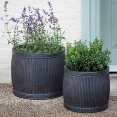 These striking Industrial Ribbed Garden Planters are reminiscent of the barrel shapes of Victorian wash dolly tubs. With their ribbed and curved lines, this stylish planter will complete your outdoor design scheme in style. Trough Planters, Metal Planters, Planter Pots, Garden Troughs, Hanging Planters, Large Outdoor Planters, Planters For Front Porch, Outside Planters, Large Garden Pots