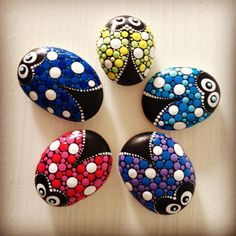 422 Likes, 9 Comments - Mandalas and painted rocks (Create And Cherish) on Insta. Rock Painting Patterns, Dot Art Painting, Rock Painting Designs, Pebble Painting, Pebble Art, Stone Painting, Mandala Painted Rocks, Painted Rocks Craft, Mandala Rocks