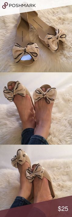 Chinese Laundry Nude Jelly Flats With Bows 8.5 Marked size 39/8. They seem to fit more like an 8.5 as that is my size in Flats. Nude/light blush color. In great shape. Chinese Laundry Shoes Flats & Loafers