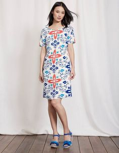 FACT: no vacation wardrobe is complete without a cooling linen dress. Its flattering shape is designed to skim your curves and it's fully lined, so it's super comfortable. Dress it up with wedges when you head out for romantic al fresco dinners.