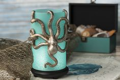 If hanging out down by the sea is your cup of tea, this gorgeous Blue Sea Shade with Octopus Hanger is a must have!