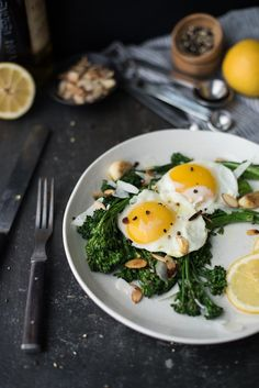 Lemon Broccolini Topped with Egg - superman cooks Egg Recipes, Light Recipes, Cooking Recipes, Healthy Recipes, Recipies, Vegetable Dishes, Vegetable Recipes, Clean Eating, Healthy Eating
