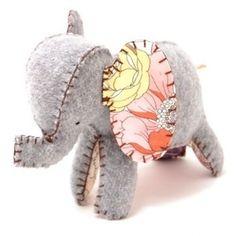 elefant i uldfilt- blomster