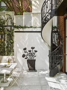 Small Patio Decor Ideas for a Gorgeous Outdoor Oasis - Mi Hermoso Mundo Greenwich Village, Small Backyard Landscaping, Backyard Patio, New Patio Ideas, Balcony Ideas, Yard Ideas, Ideas Para Decorar Jardines, Small Patio Design, Bohemian Patio
