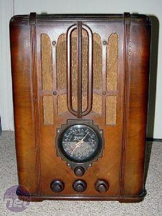 Art Deco Zenith Radio Case Mod Zenith Radio Case Mod by Gary Voigt Retro Radios, Antique Radio, Art Deco Furniture, Art Deco Wedding, Art Deco Design, Custom Wood, Art Deco Fashion, Decoration, Art Nouveau