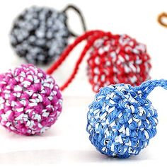 Reflection balls and coin purse Knitted Bags, Diy Projects To Try, Making Ideas, Knots, Diy And Crafts, Knit Crochet, Crochet Earrings, Pallot, Change