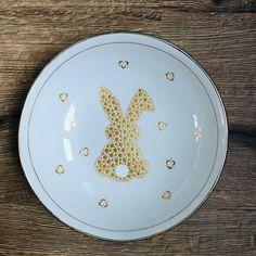 Pottery Painting Designs, Paint Designs, Dot Painting, Decorative Plates, Mandala, Cute, Rocks, Crafts, Pointillism