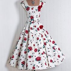 Lovely vintage style summer dress. Wish I could carry off the vintage 50's look convincingly.