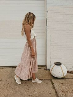 Beauty And Fashion, 70s Fashion, Passion For Fashion, Fashion Outfits, Fashion Tips, Feminine Fashion, Fashion History, Modest Fashion, Korean Fashion