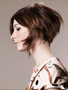Risultati immagini per capelli corti scalati con ciuffo lungo