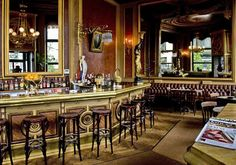 Cafe Savoy - This coffee house is one of the most wonderful decorated and astonishing houses of Vienna. It beholdes its charme for the last three centuries. It is not crowded with tourists like most other