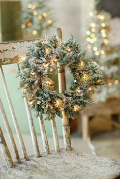 Rustic Christmas decorations are one such comfortable feel decoration that reminds us about the festive that is soon approaching and also promotes the warmth of the rooms. Here are some ideas promoting the rustic feel in the festive and holiday season. Merry Little Christmas, Noel Christmas, Country Christmas, Winter Christmas, Christmas Wreaths, Christmas Decorations, Christmas Chair, Xmas, Simple Christmas
