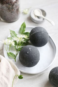DIY: skin-soothing black bath bombs