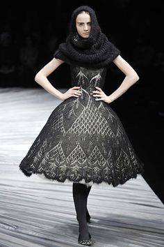 See the complete Alexander McQueen Fall 2008 Ready-to-Wear collection.