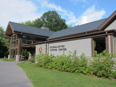 Oconaluftee Visitor Center in Great Smoky Mountains National Park - Cherokee NC entrance Cherokee Nc, Smoky Mtns, Church Design, Great Smoky Mountains, Vacation Destinations, Hiking Trails, North Carolina, Countryside, Entrance