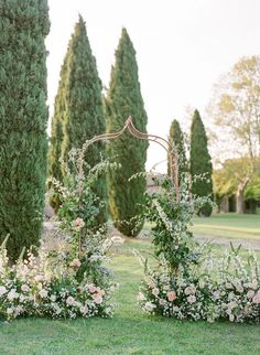Provence Garden Wedding Inspiration at Château de Sannes Read More: www.stylemepretty The post Provence Garden Wedding Inspiration at Château de Sannes appeared first on Garden Diy. Arc Floral, Floral Arch, Floral Design, Wedding Ceremony Ideas, Wedding Venues, Wedding Arches, Ceremony Arch, Wedding Bands, Floral Wedding