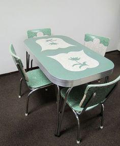 VINTAGE 1950s FORMICACHROMECOPPER TRIM TABLE W 2 EXTENSION