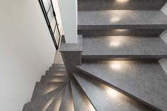 Moderne trap bekleed met betonlook Stair Lighting, Stairs, Home Decor, Stairway, Decoration Home, Staircases, Room Decor, Ladders, Stairway Lighting