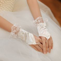 Romantic fingerless lace wedding gloves