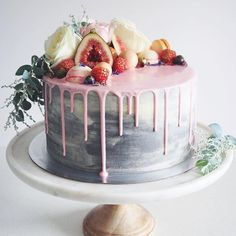 delicious wedding cakes design with fruits 2017