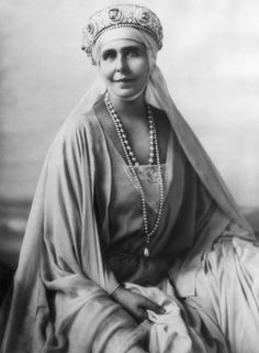 According to her daughter, Princess Ileana of Romania, Queen Marie liked the sapphire tiara so much she wore it to her conronation in Royal Tiaras, Tiaras And Crowns, Princess Victoria, Queen Victoria, Queen Mary, King Queen, Romanian Royal Family, Princess Alexandra, Royal Jewelry