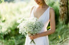 Ráda fotím páry, které se nebojí odlišit a prožít svůj den podle svých představ. Intimnísvatbu v přírodě, na oblíbeném místě – v lese, na louce, v kostelíku... Svatební šaty splývavé či vintages nádechem starorůžové či pudrové, svatbu s vůní čerstvě… Portrait, Photos, Bouquet, Bridal, Wedding Dresses, Fashion, Weddings, Photography, Bride Dresses