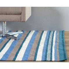 O Tapete Couty 150x200 Azul é uma ótima opção para decorar salas de estar, home offices, quartos e até mesmo espaços menores, levando estilo para a sua casa.