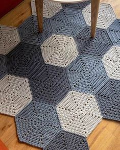 Discover More Uncommon Scandinavian Living Rooms Rug Ideas 32 Amazing Scandinavian Living Rooms Rug Inspirations The Scandinavian Rug is one of the most popular types of furniture that you. Crochet Doily Rug, Crochet Rug Patterns, Crochet Carpet, Crochet Quilt, Crochet Yarn, Crochet Squares, Knit Rug, Rug Inspiration, Crochet Home Decor