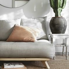 SENZA SÄNKYRUNKO - KARUP - Sänkyrungot - Tuotteet Futon Bed, Showroom, Love Seat, Master Bedroom, New Homes, Couch, Throw Pillows, Interior, Furniture