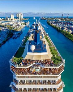 Spice Up the Holidays With a Cruise Vacation – Travel By Cruise Ship Celebrity Cruise Ships, Celebrity Cruises, Cruise Travel, Cruise Vacation, Serenade Of The Seas, Restaurant Hotel, Alaskan Cruise, Best Cruise, Cool Boats